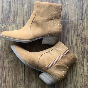 NWOT Guess Suede Boots pointed toe tan size 8M